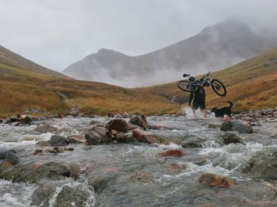 mountains-glencoe-highlands-woodlands-scotland-river-mountain-bike-2400x1600
